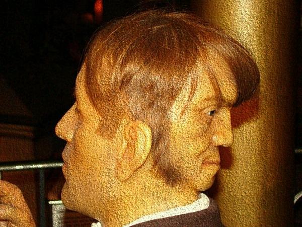 Эдвард Мордрейк — человек с двумя лицами.