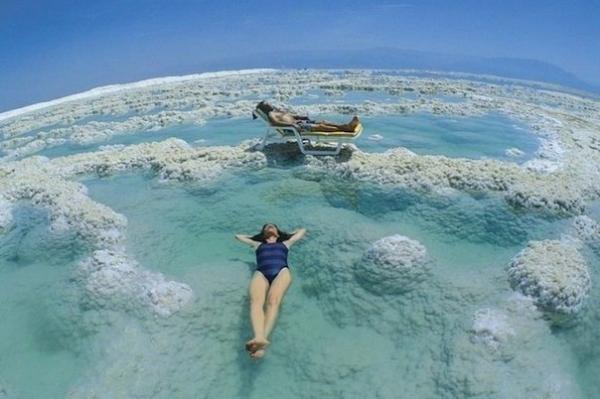 Как правильно искупаться в мертвом море?