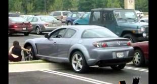 Девушка на спортивном автомобиле
