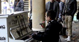 Мальчик нашел рояль и поразил всех супер игрой