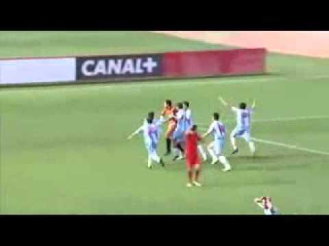 Вратарь забивает гол через все поле