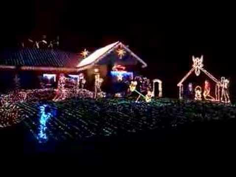 Круто оформили домик к рождеству