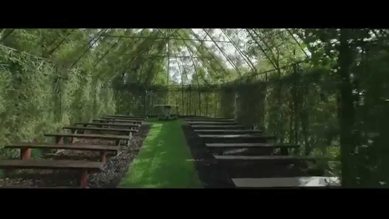 Потрясающая зеленая церковь
