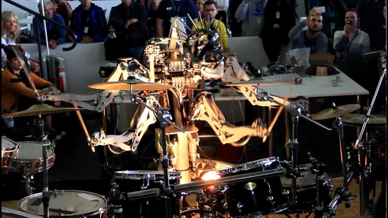 Робот играющий рок на барабанах