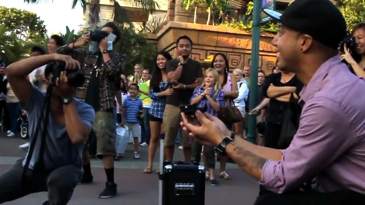 Удивительный танец на улице