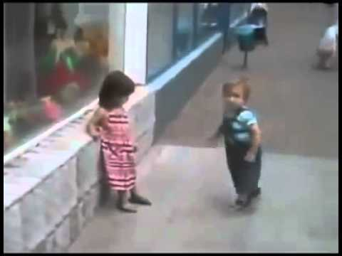 мальчик влюбился в маленькую девочку с первого взгляда