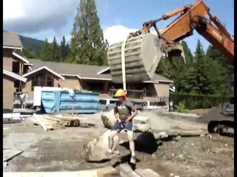 Строители веселятся на стройплощадке