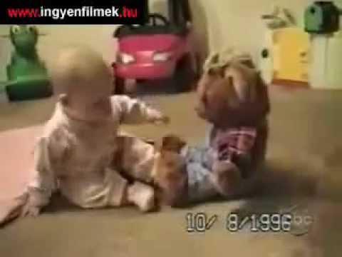Играется с мишкой у себя в комнате