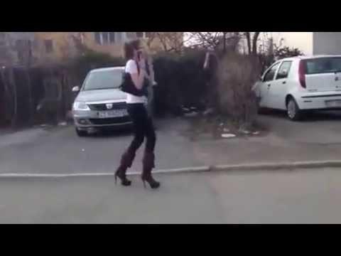 Девушка и ее любимые каблуки