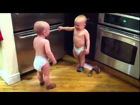 Близнецы выясняют отношения
