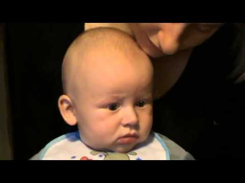 мальчик не очень то и любит слушать Пугачеву