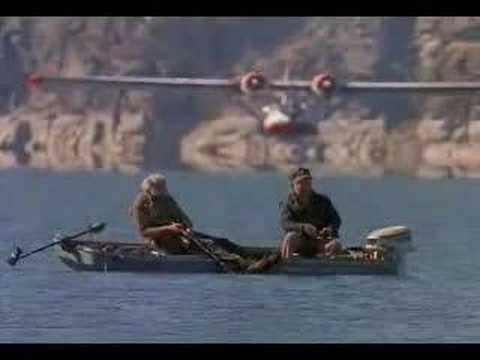 Самолет почти приводнился на лодку с беспечными рыбаками