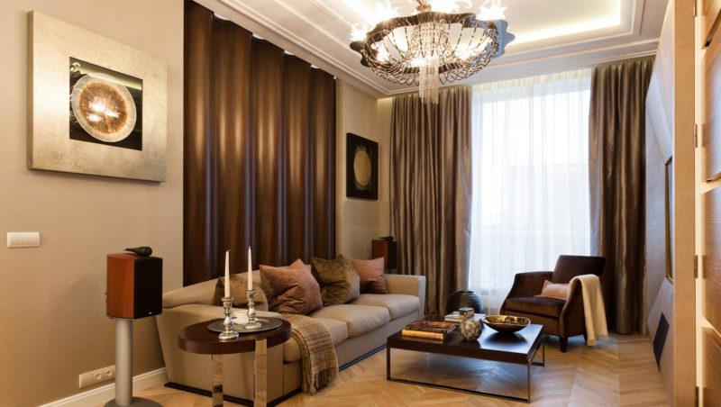 Особенный интерьер большой комнаты