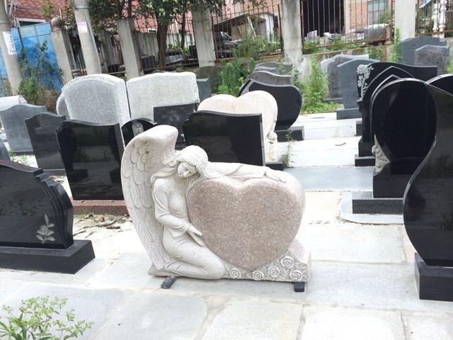 Достоинства памятников из гранита