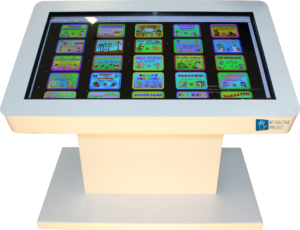 interaktivnyj_stol_belyj_dlya_detej_v_dou_s_igrami