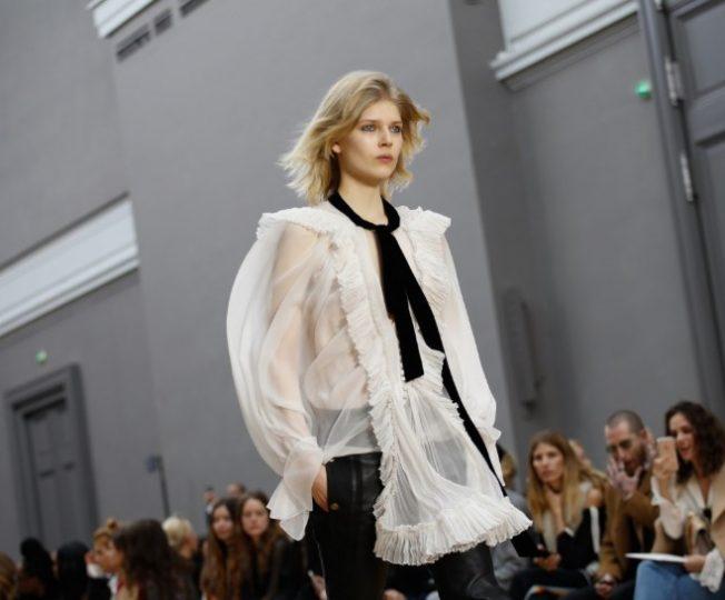 Как носить прозрачную блузку в холодный сезон: 3 стильных образа