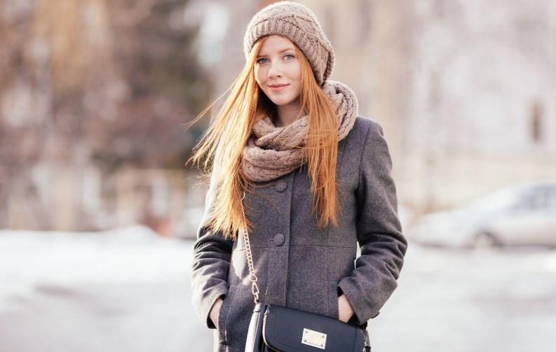 Подбираем аксессуары к светлому пальто