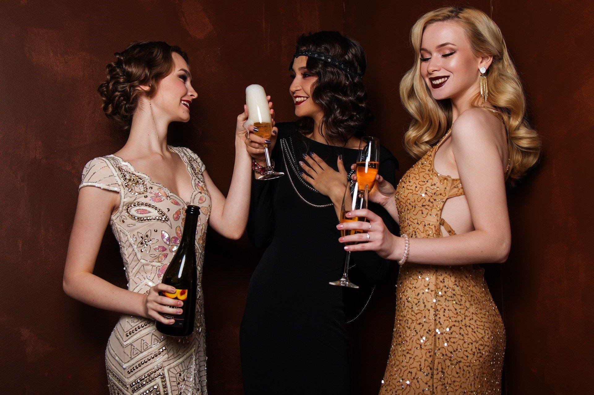 В чем встречать новый год молодой женщине