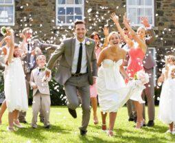 Скользкий вопрос: кто покупает платье невесте?